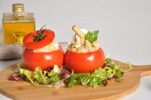 Tomates Rellenos de pollo lechuga
