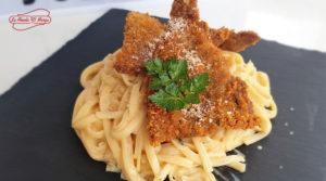 Fetuccini con milanesa de ternera, una receta que encantará a tus comensales.