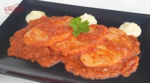 En la receta de hoy prepararemos unos jugosos de lomo al ajillo con salsa de tomate para chuparse los dedos. ¿Tienes 10 minutos? ¡Adelante! La Abuela Marga Valle de las Monjas
